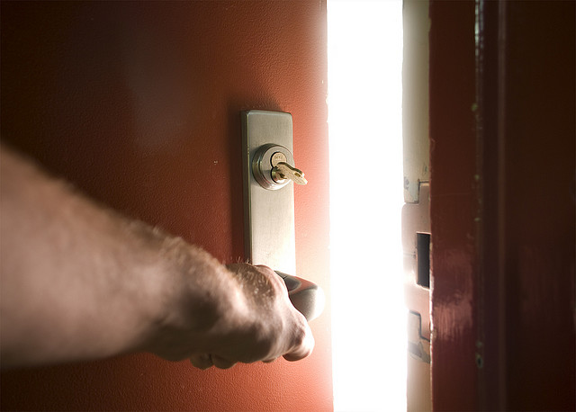 abrindo a porta